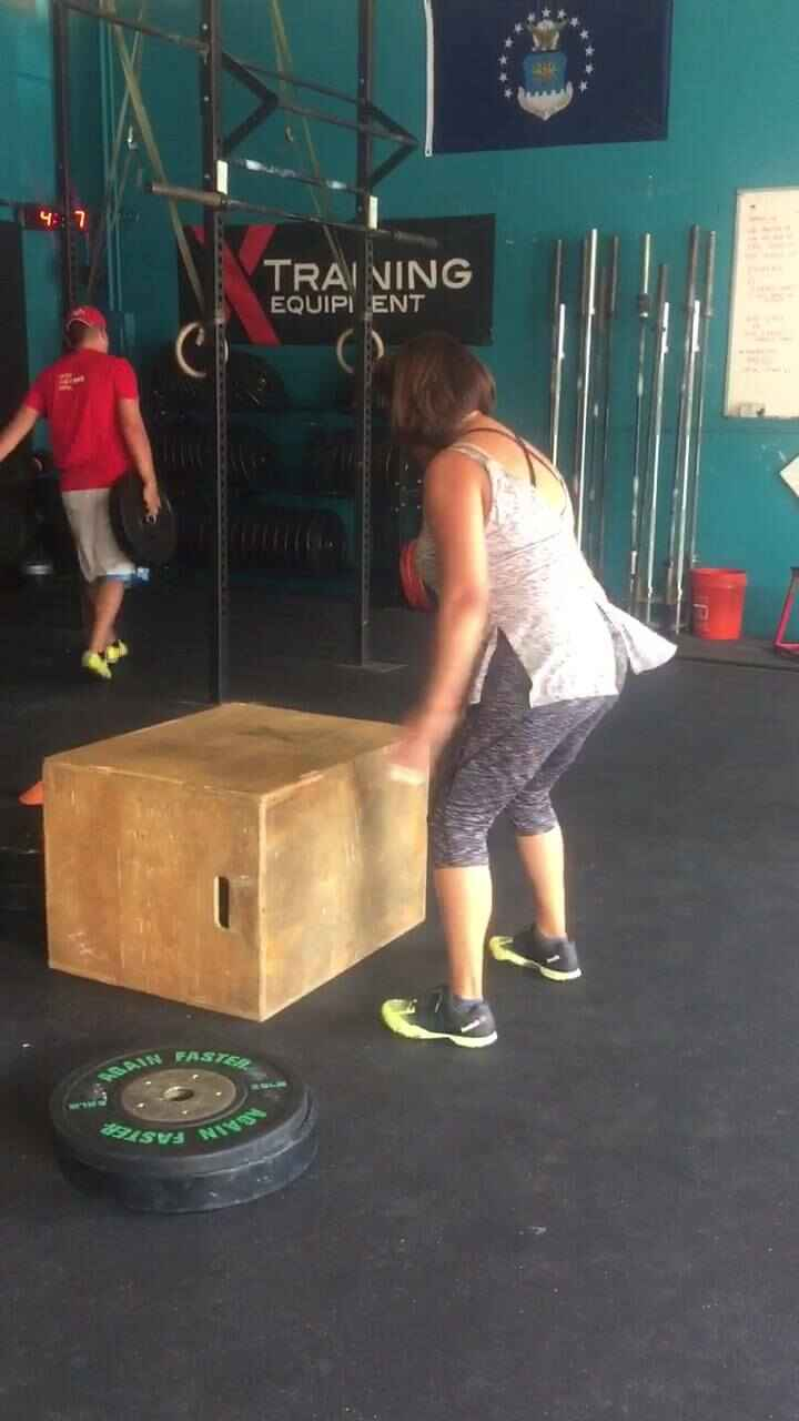 #MondayMotivation! Check out our girl miss Rosie getting her very first box jump last week! 🙌🏼😍 Rosie has been putting i...