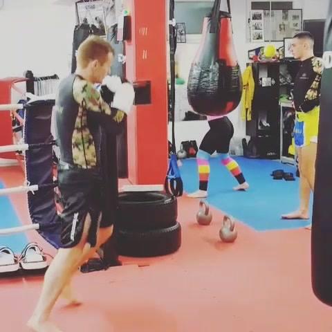 freies Training gestern!Sandsack Aufgabenrunden... boxen, frei, Kicks 👌